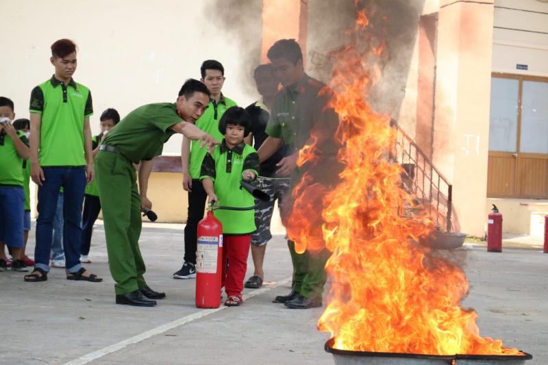 Báo cho người lớn khi phát hiện có cháy