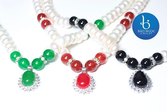 Vòng cổ ngọc trai kết hợp đá Mã Não cao cấp (hình ảnh lấy từ website của Bảo Ngọc Jewelry)