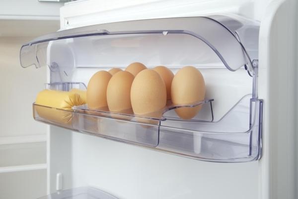 Bảo quản thực phẩm trứng trong ngăn chuyên dụng của tủ lạnh