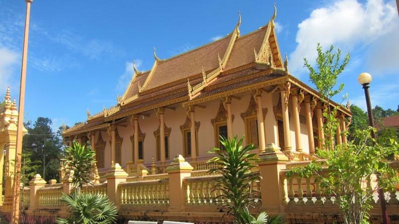 Bảo tàng Khmer là một công trình khá nổi tiếng tại Sóc Trăng nổi bật với lối kiến trúc mang đậm phong cách chùa của người Khmer