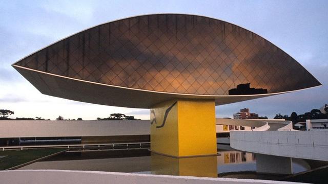 Bảo tàng Oscar Niemeyer, Brazil
