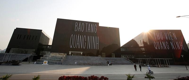 Khung cảnh phía trước của bảo tàng