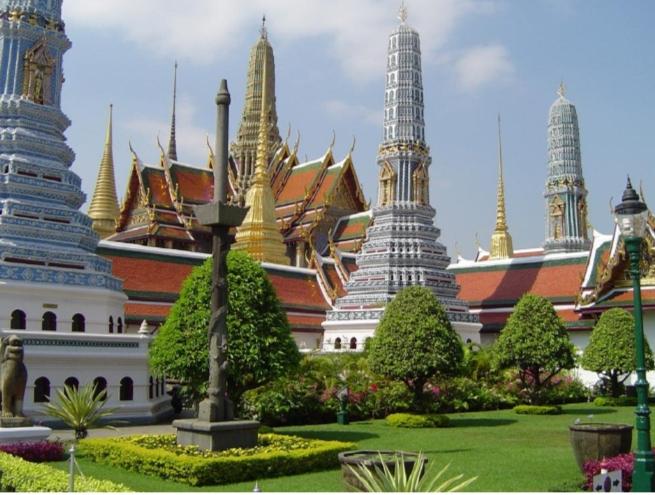 Khuôn viên của bảo tàng quốc gia Lào