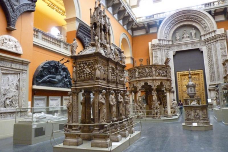 Bên trong bảo tàng Victoria và Albert