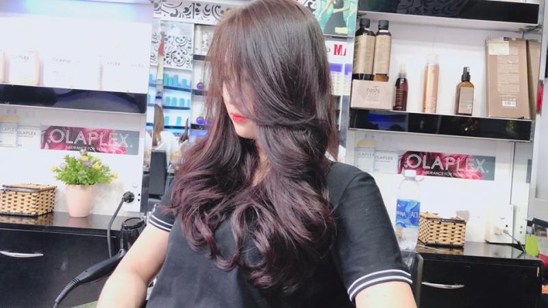 Với đôi bàn tay khéo léo, khả năng nhạy bén, nắm bắt được đặc điểm của mỗi người, các thợ làm tóc tại Bảo Trang Hair Salon sẽ tạo ra cho bạn một mái tóc phù hợp nhất
