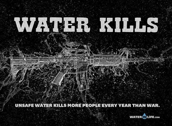 Poster thể hiện tầm quan trọng của việc sử dụng nước sạch đối với con người.