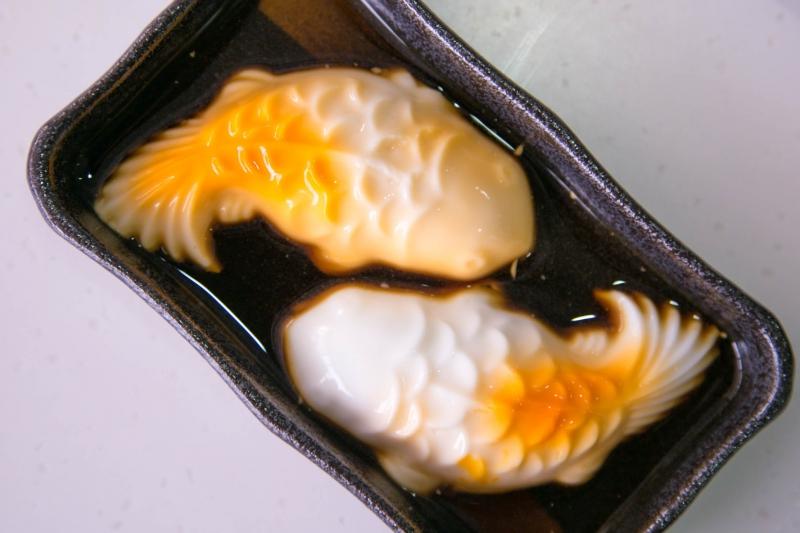 Pudding cá chép uyên ương tại Baoz Dimsum