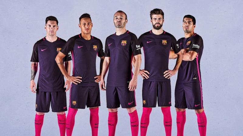 Barcelona - 340 triệu euro/năm