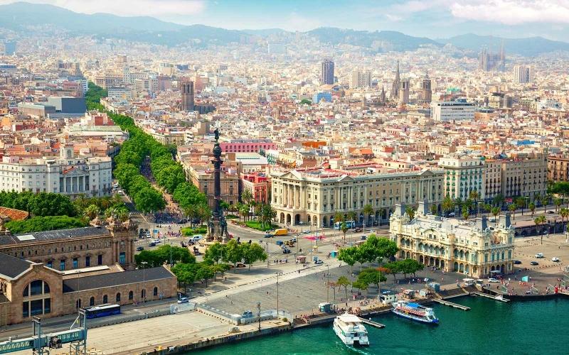 Barcelona cổ kính bên sông