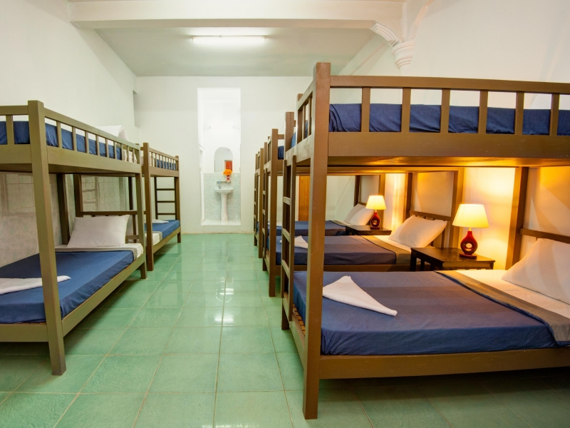 Một phòng nghỉ tập thể cho khách của Base Villa.