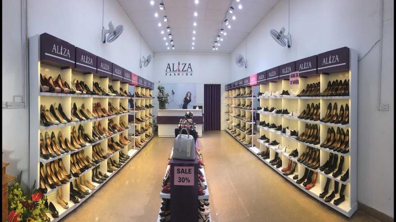 Bày trí cửa hàng giày dép