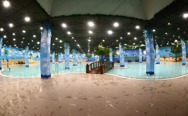 Bể bơi bốn mùa Times City với không gian rộng rãi, sang trọng