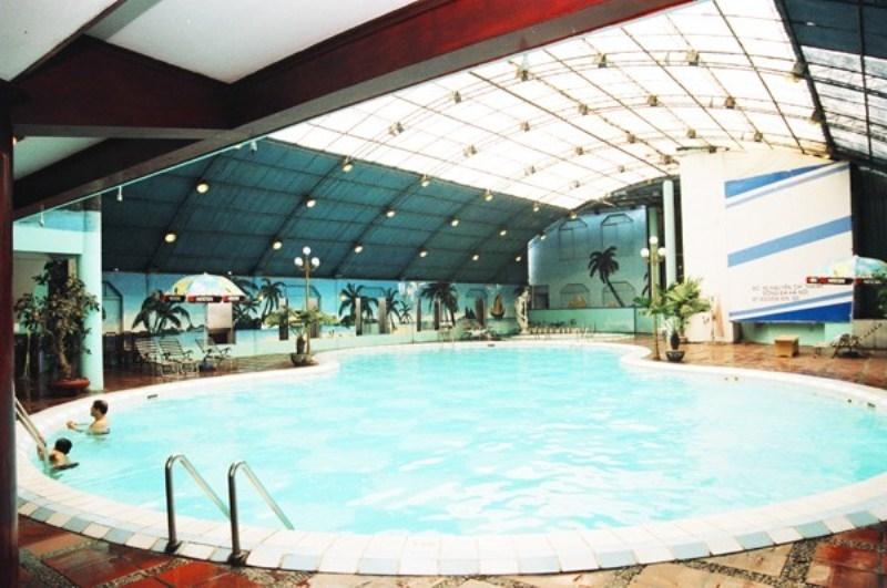 Bể bơi khách sạn Bảo Sơn