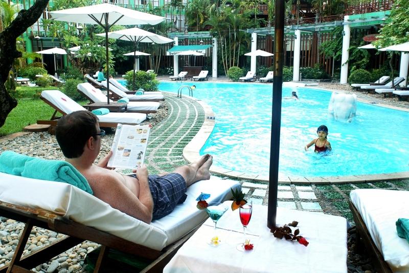Hồ bơi Khách sạn Xanh