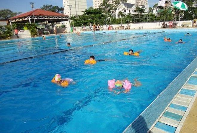 Bể bơi Lam Sơn là một bể bơi có diện tích lớn, sạch, hiện đại và khá yên tĩnh