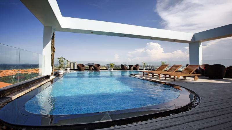 Bể bơi Sea Phoenix với thiết kế cổ điển sang trọng
