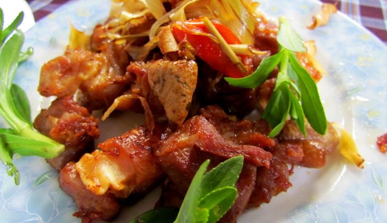 Món bê chao gây ấn tượng với bất kỳ vị khách nào khi đến với Mộc Châu bởi hương vị thơm ngon độc đáo