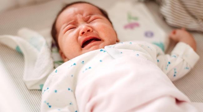 Việc trẻ quấy khóc sẽ giảm dần theo thời gian