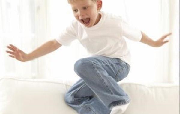 Trẻ tăng động nên tạo cơ hội cho bé vận động và môi trường cho bé vận động an toàn