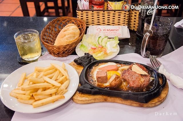 Beefsteak Cu Hanh is a great place to enjoy delicious Vietnamese steak in Saigon