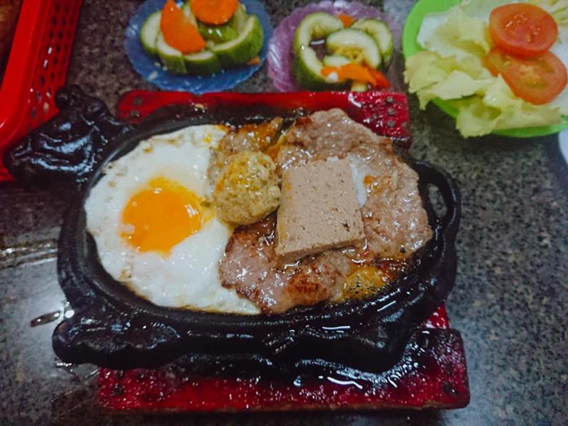 Quán Beefsteak Nam Sơn là một trong những quán bít tết Việt ngon nhất ở Sài Gòn bạn không thể bỏ qua