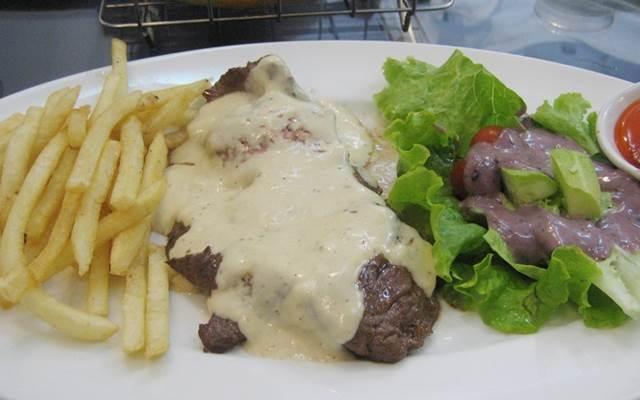 Món ăn tại quán Beefsteak Titi