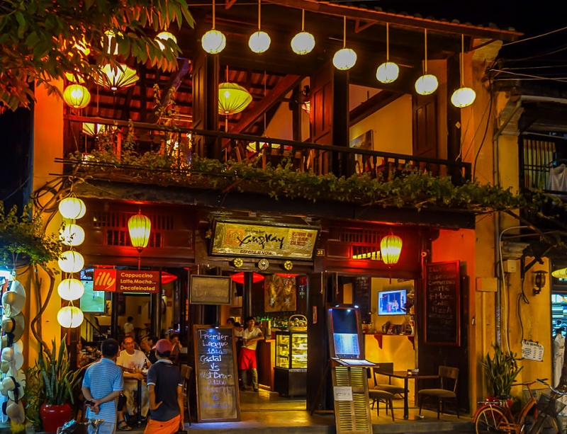 Best nightlife experiences in Hoi An - Having drinks and live music