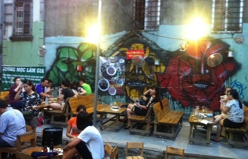 Buổi tối có rất nhiều quán bia, quán cà phê, quán ăn đẹp để các bạn check-in
