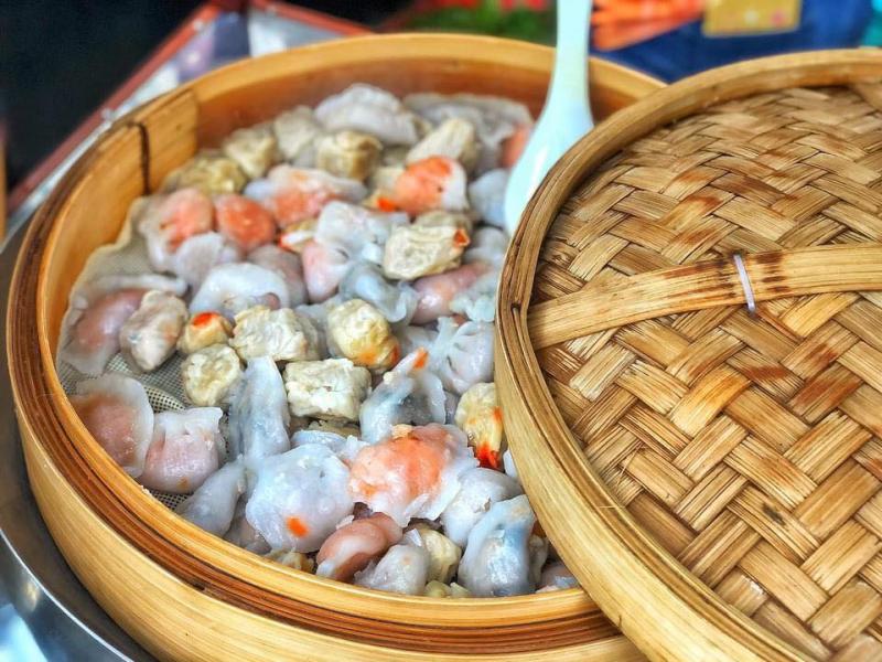 Xe há cảo chợ đêm Bến Ninh Kiều