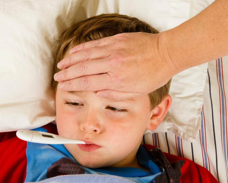 Triệu chứng sốt virus ở trẻ thường sốt cao từng đợt từ 38-39 độ C, mỗi đợt cách nhau vài giờ.