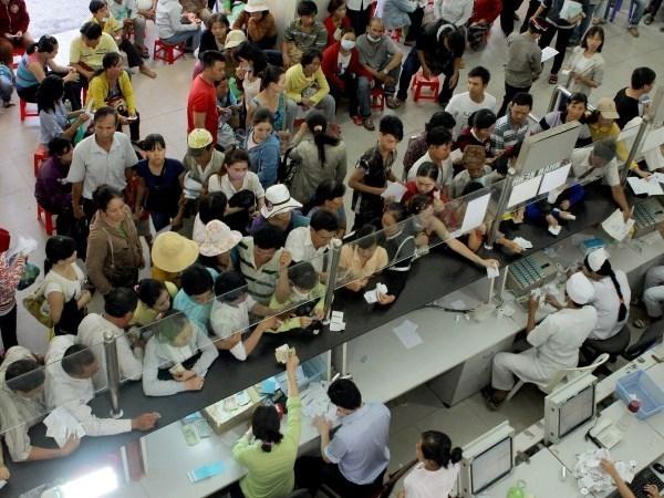 Bệnh viện Bạch Mai luôn đông đúc