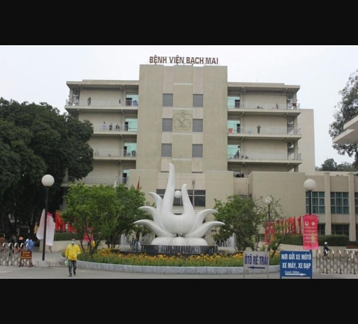 Khuôn viên bệnh viện Bạch Mai