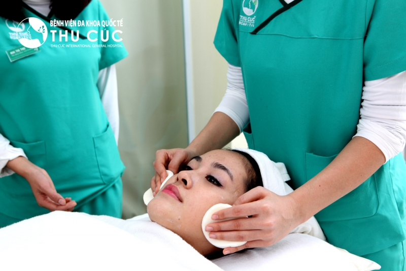 Một trong những bước điều trị tàn nhang cho bệnh nhân tại Thu Cúc