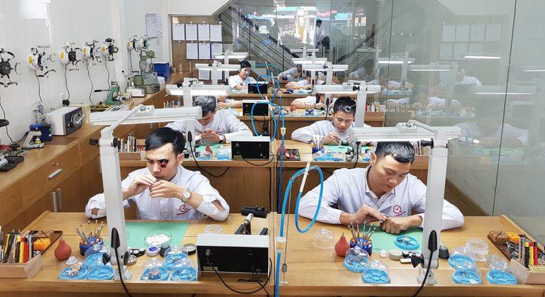 Bệnh viện Đồng hồ tự hào là mô hình Đào tạo – Dạy nghề sửa chữa đồng hồ theo chuẩn quốc tế đầu tiên tại Việt Nam.