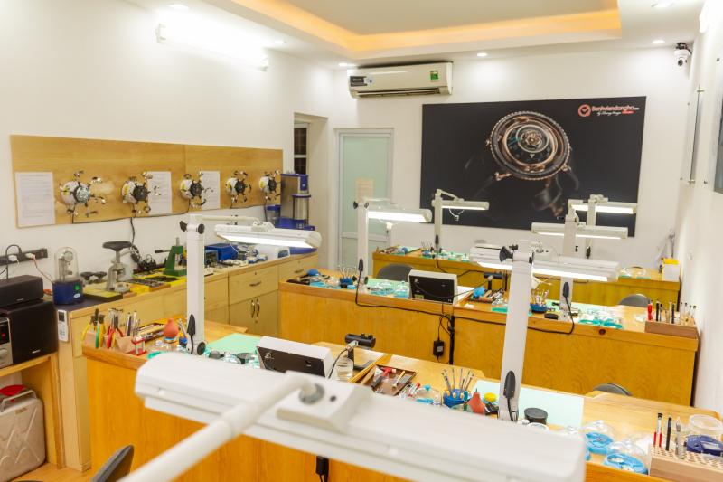 Đội ngũ bác sĩ đồng hồ tại Bệnh viện đồng hồ