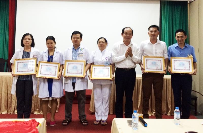 Y bác sĩ của bệnh viện hùng vương nhận những giải thưởng danh giá