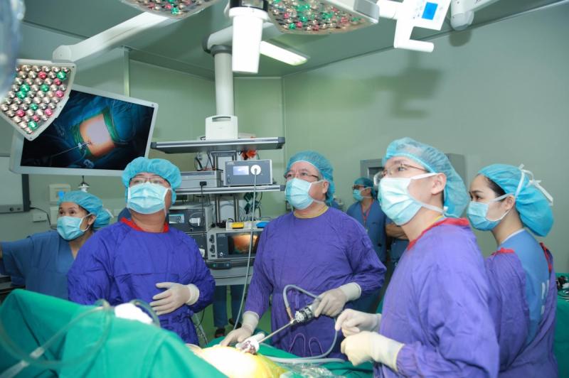 Phẫu thuật thu nhỏ dạ dày bệnh nhân béo phì