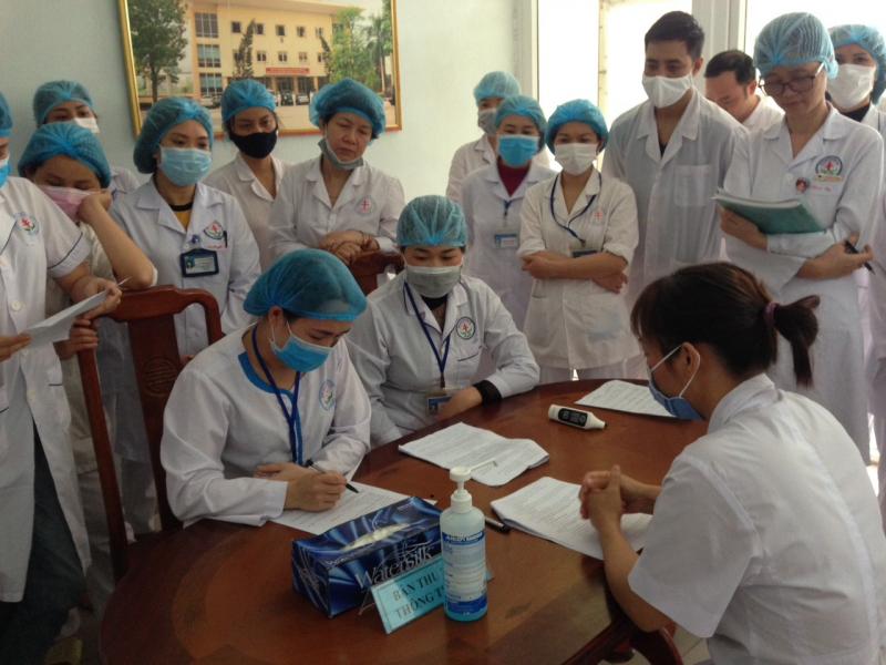 tổ chức diễn tập thực hành quy trình sàng lọc, khám bệnh, chẩn đoán, điều trị, vận chuyển bệnh nhân mắc và nghi mắc Covid19