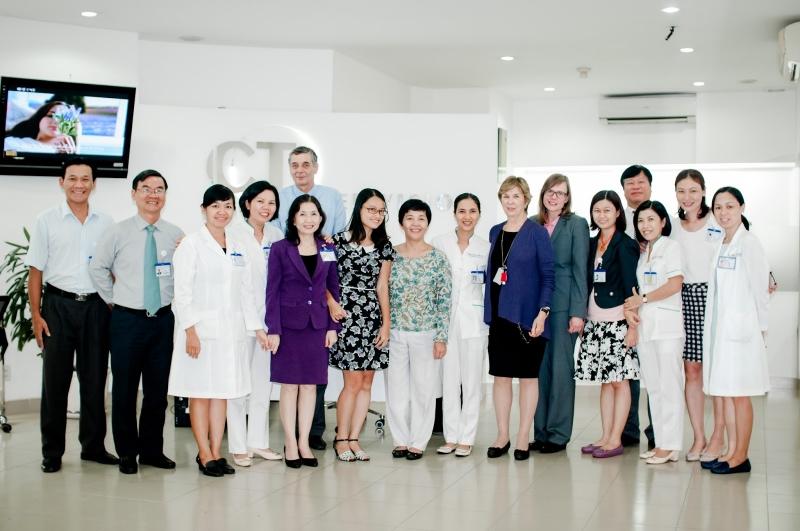 Đội ngũ bác sĩ giàu kinh nghiệm trong và ngoài nước