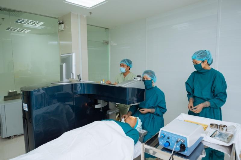 Bệnh viện mắt kỹ thuật cao Phương Nam được xem là bệnh viện có hệ thống máy mổ Laser Excimer WAVELIGHT EX 500 của hãng Alcon – Mỹ tốt nhất hiện nay tại TP. HCM
