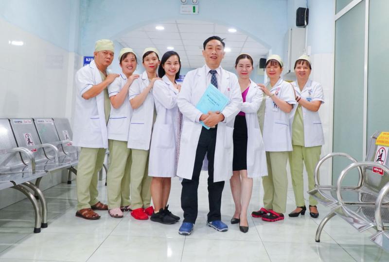 Bác sĩ và y tá khoa nội tiêu hóa Bệnh viện Nguyễn Tri Phương