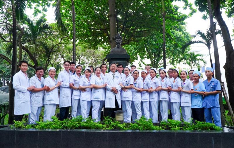 Bác sĩ và y tá khoa ngoại tiêu hóa Bệnh viện Nguyễn Tri Phương