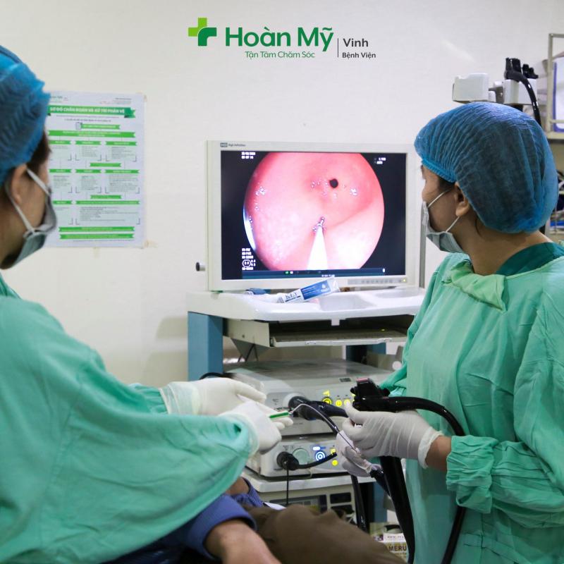 Bệnh viện Quốc tế Vinh - Hình ảnh Bác sĩ đang thực hiện nội soi tiêu hóa