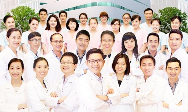 Bác sĩ, nhân viên của bệnh viện Răng, hàm, mặt quốc tế Sài Gòn
