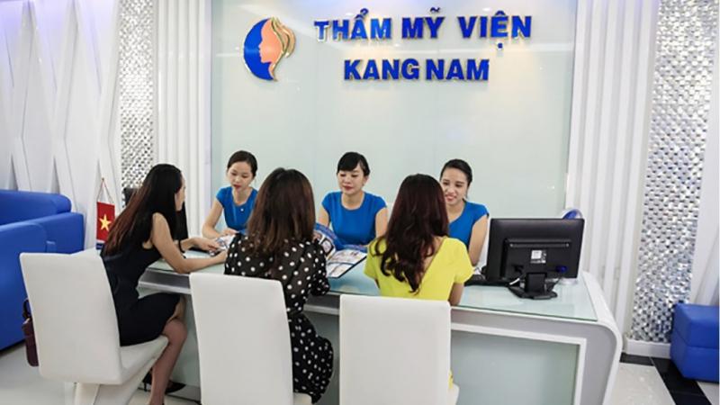 Đầu tiên, Bệnh biện thẩm mỹ Kangnam có một đội ngũ bác sĩ chuyên khoa da liễu giàu kinh nghiệm.