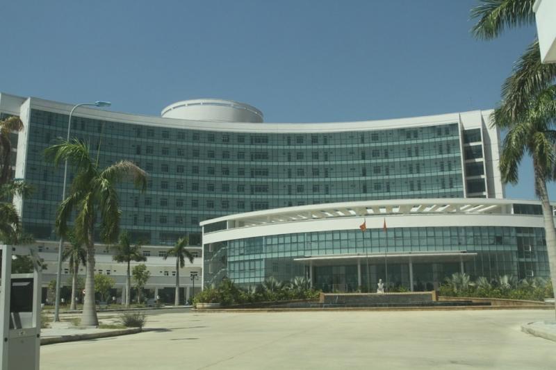 Bệnh viện ung thư Đà Nẵng nằm tại đường Phùng Hưng, Hòa Minh, Liên Chiểu
