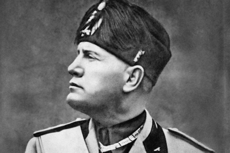 Đại thống chế Ý Benito Mussolini