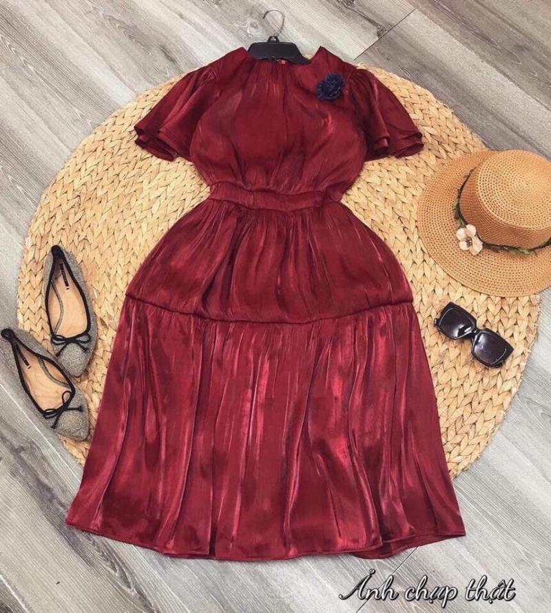 Đầm vintage cài hoa