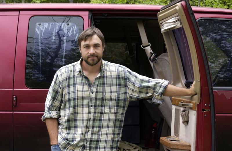 Việc bí mật sống ở một bãi đậu xe giúp Ken Ilgunas trả hết khoản nợ 32000 đô