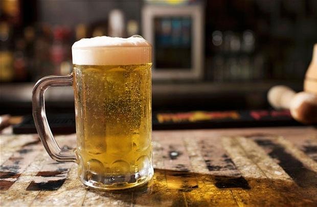 Bia được chiết xuất từ lúa mạch, rất tốt để phục hồi da hư tổn, bên cạnh đó bia cũng là sản phẩm dưỡng tóc cực kỳ hiệu quả.